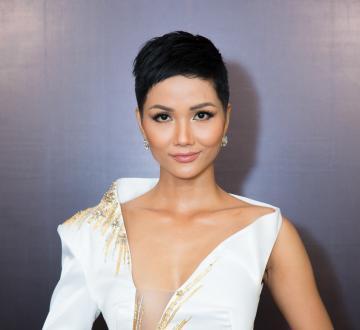 Hoa hậu Hoàn vũ Việt Nam năm 2017 H'Hen Niê là đại sứ truyền thông Lễ hội Cà phê Buôn Ma Thuột lần 7 năm 2019